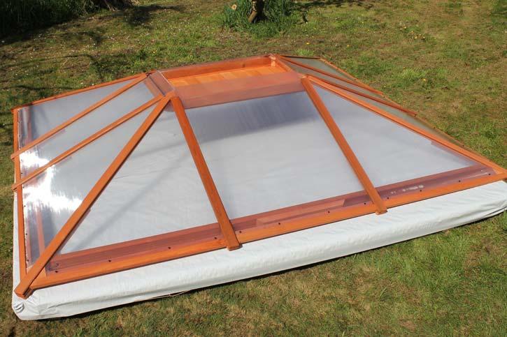 hot tub enclosure transparent roof assembly