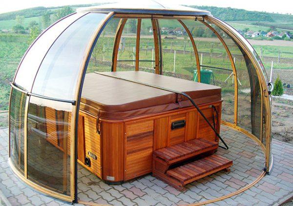 Grand Orlando conservatorium with hot tub inside