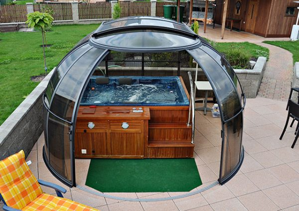 Sunhouse with hot tub